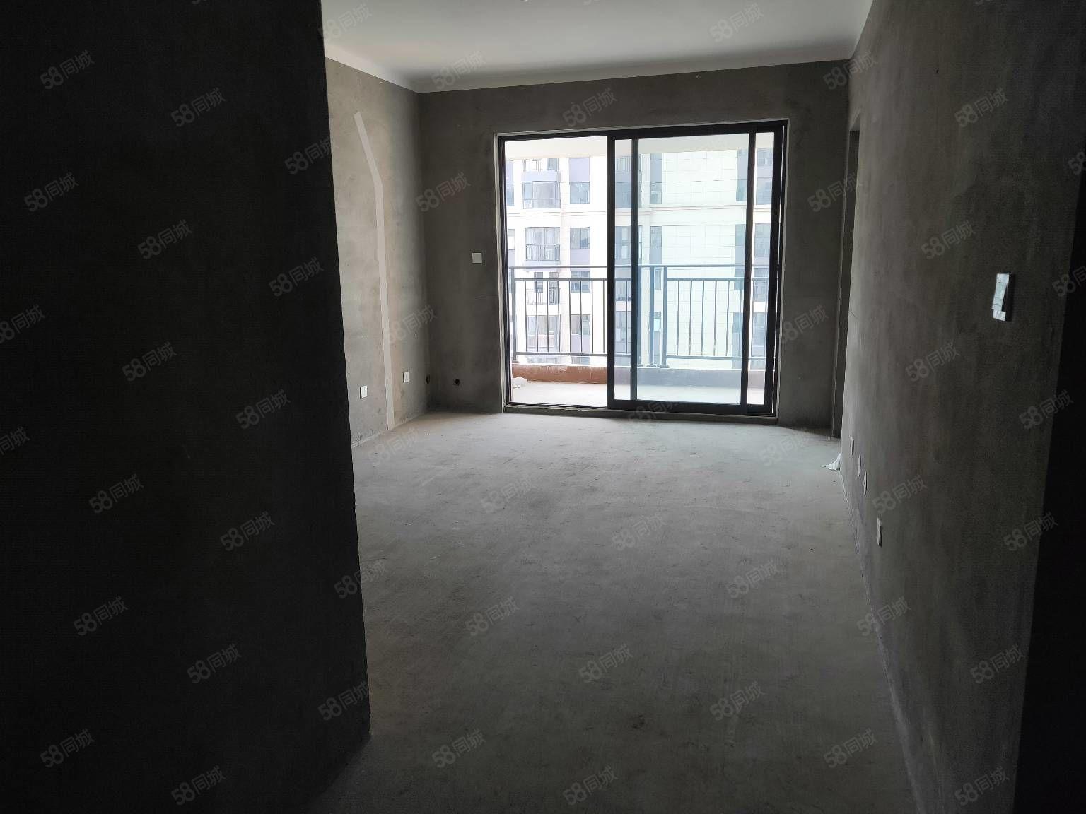 华诚荣邦蓝湾翠园97平3室满两年急售65.5万