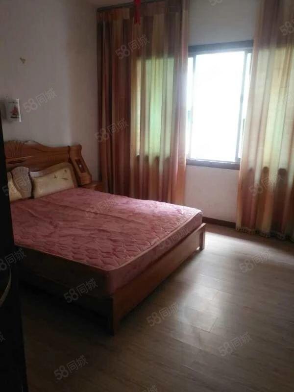 出租龙里教师新村2楼简装3室2厅家具齐全租金1200元