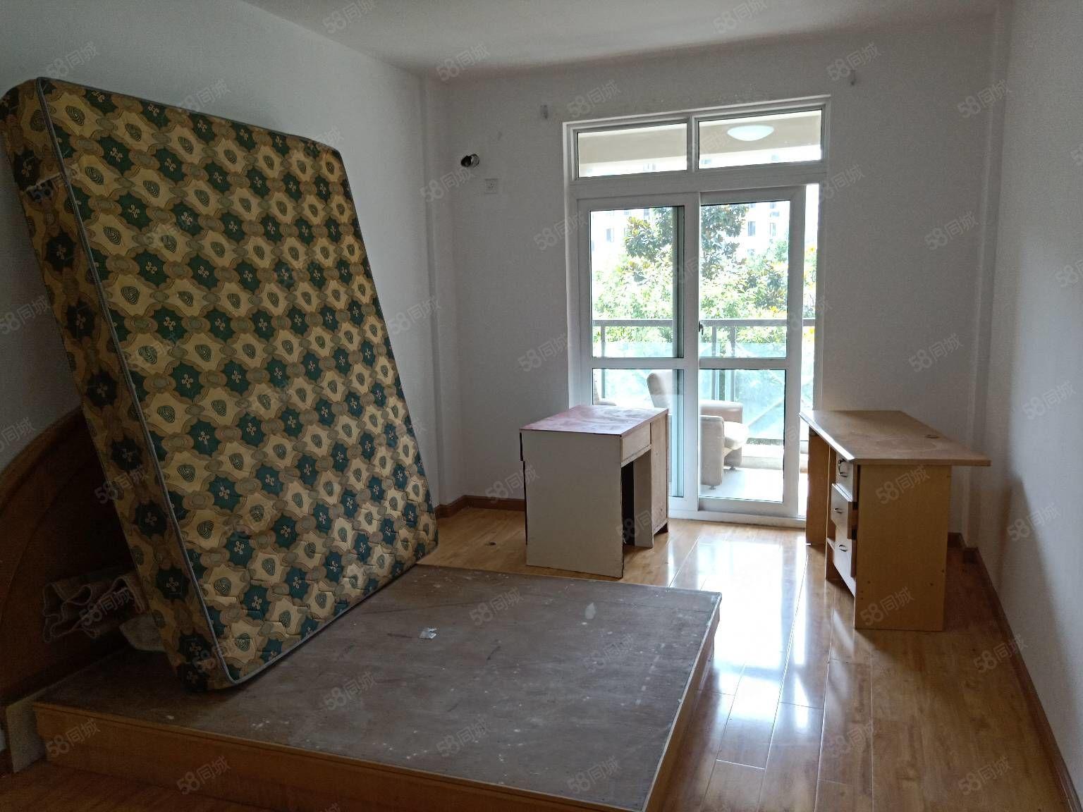 盛家塘4楼68车棚两户用,老装修,干净,拎包入住