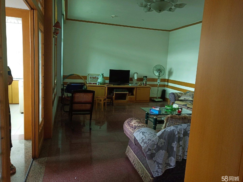 礼泉小区,3室2厅2卫2阳台,另带柴间