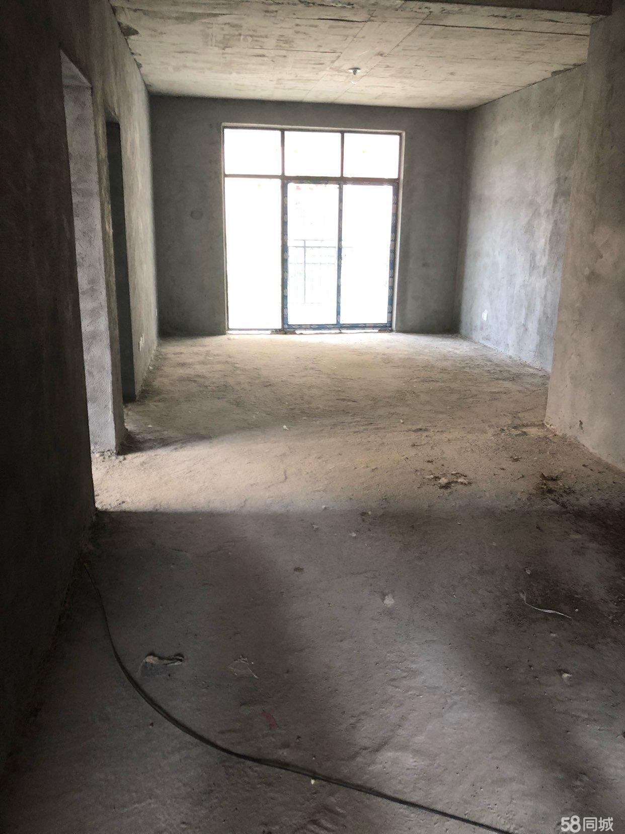 明港富林清华园大产权、毛坯新房、一楼带院、户型好、采光好。