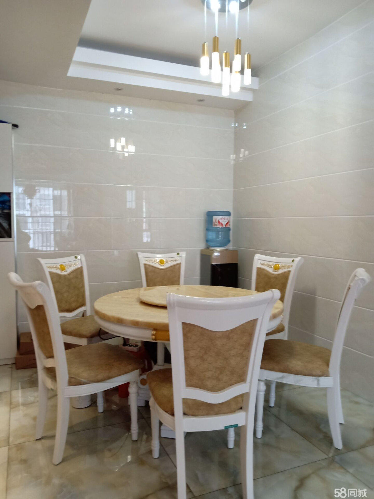 荔波荔波嘉禾中央城4室2厅2卫150平米
