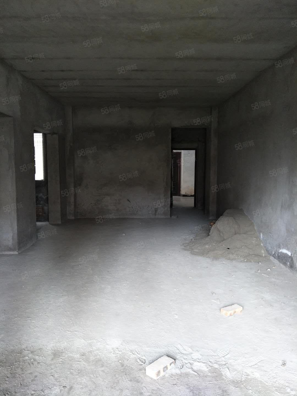 香山国际,清水房,83平米,价格便宜,36万出售!