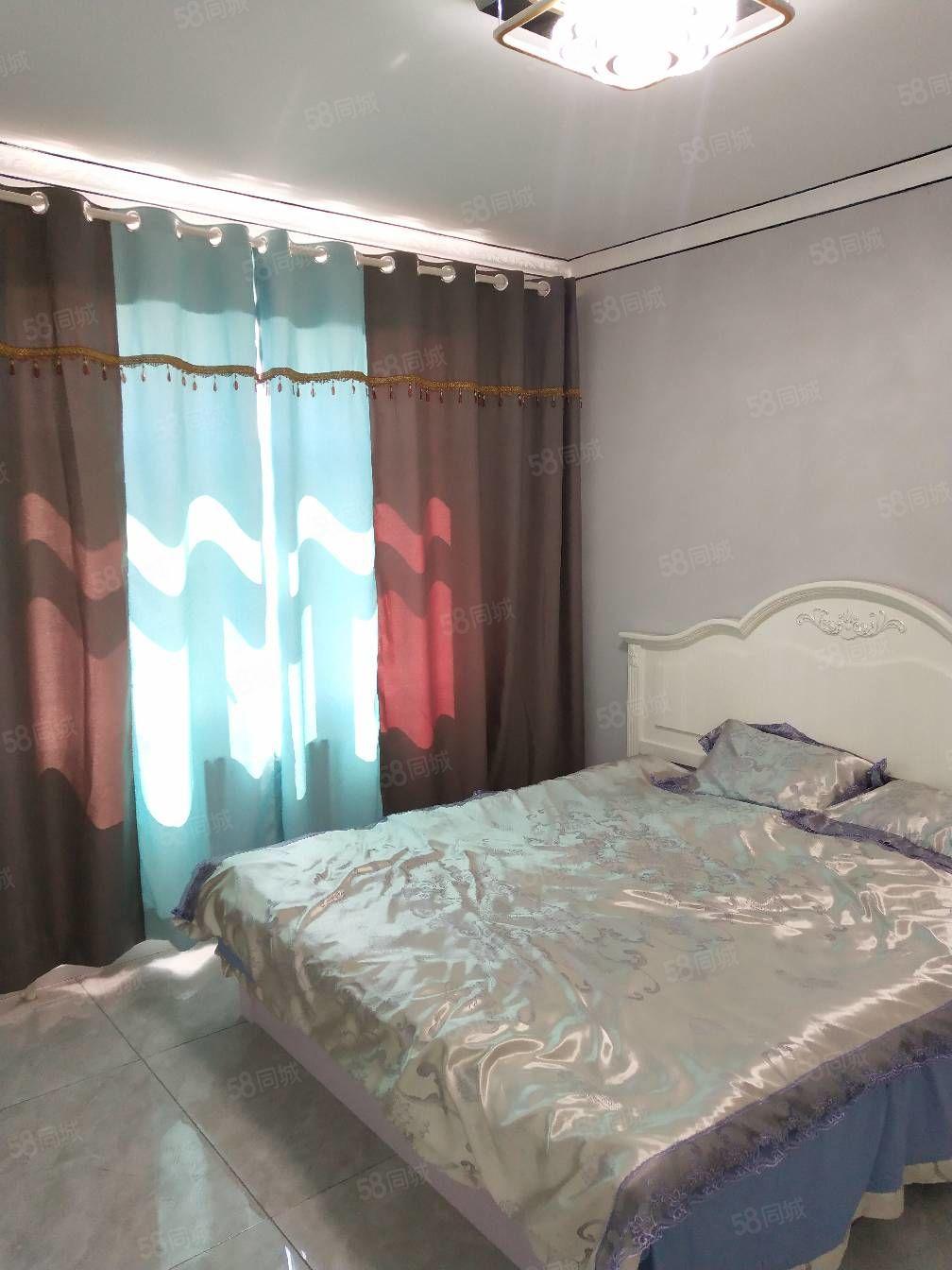 铁路高层鹤城馨苑17楼,精装修带家具,能当婚房,小卧室榻榻米