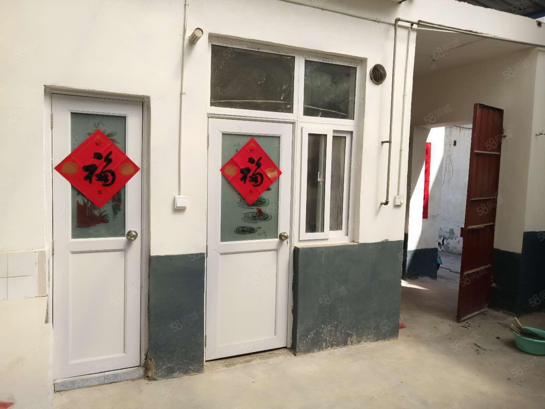 嵩山路丹尼斯附近田庄独家小院,上下三层紧本人有钥匙急售