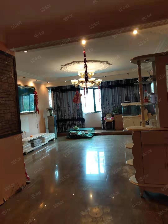 江华名都旁临街2楼180平米4房2厅办公居家都可以