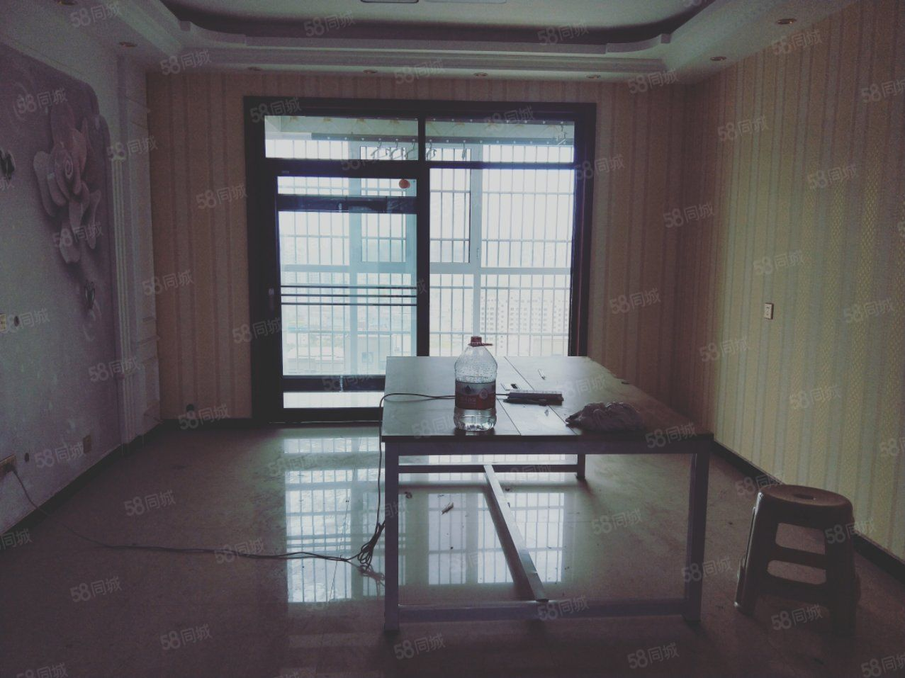 融辉城二期,新装修电梯3房,130.2平方,有证可分期