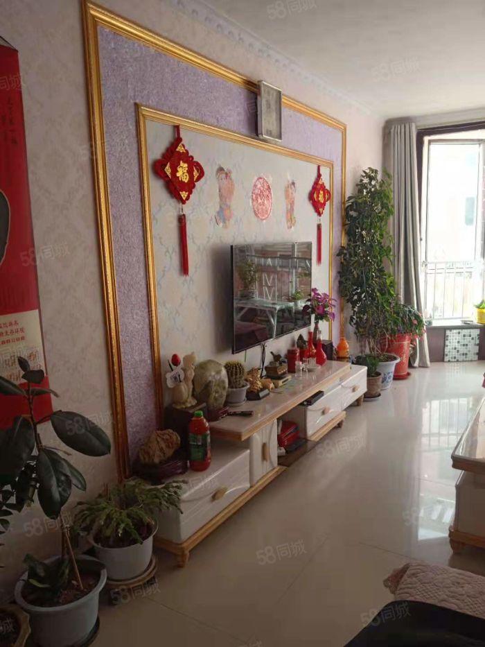 仁和家园精装地暖房,小区配套设施齐全,生活购物方便