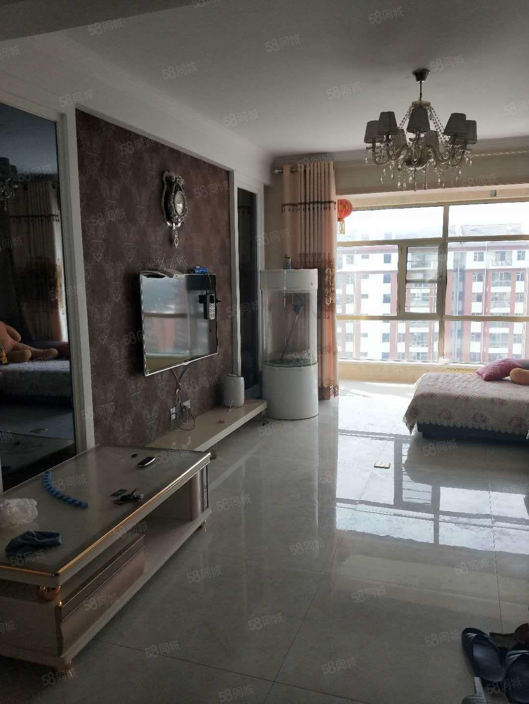 怡家苑1666元3室2廳1衛精裝修,干凈整潔,隨時入住
