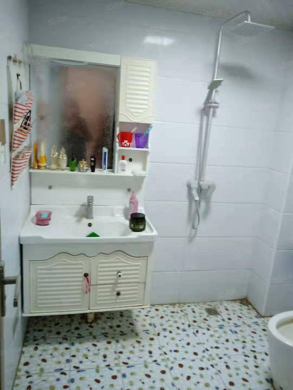 星河湾2室2厅1卫100平精装修简单家具年租金15000