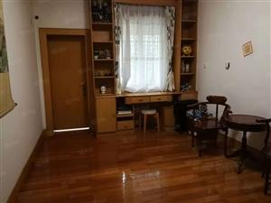 文帝东路一楼独院房出售,证满,可按揭,紧邻广场,院子约60平