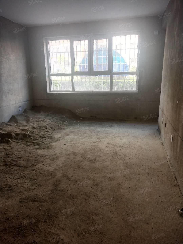 福泽华庭有88.16平3室2厅,一楼毛坯售价41.8万。