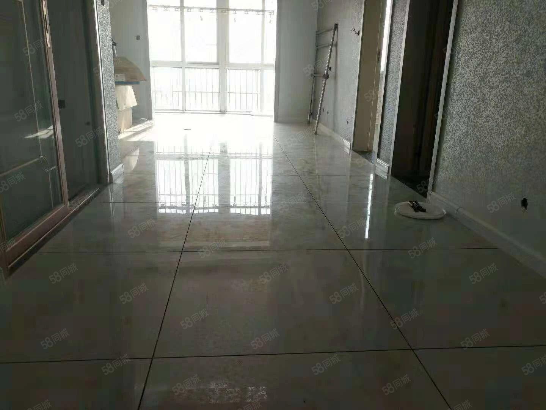 出售秦正商业广场2室精装房