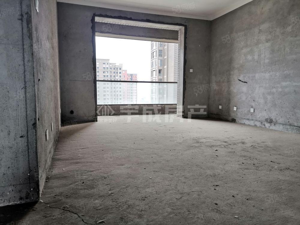 歐洲小鎮4期!緊鄰聯華,全天360度采光,電梯毛坯,有鑰匙!