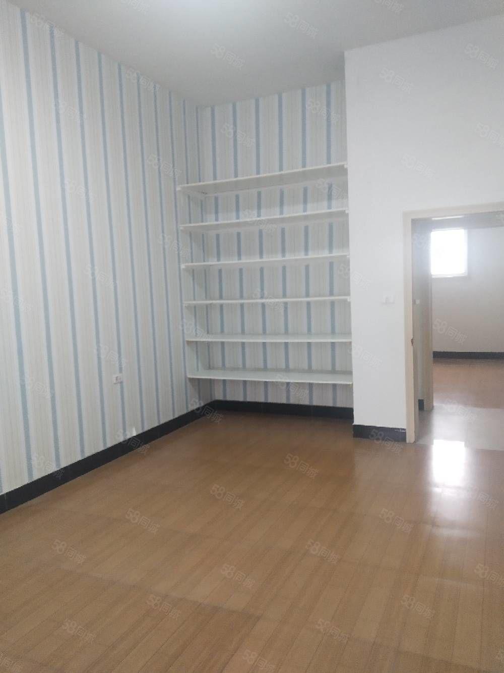 售急救中心附近一楼带独院可做三室可过户