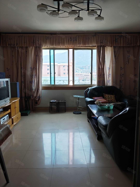 出租龙里环城路4楼简装3室2厅家具家电齐全租金1100元