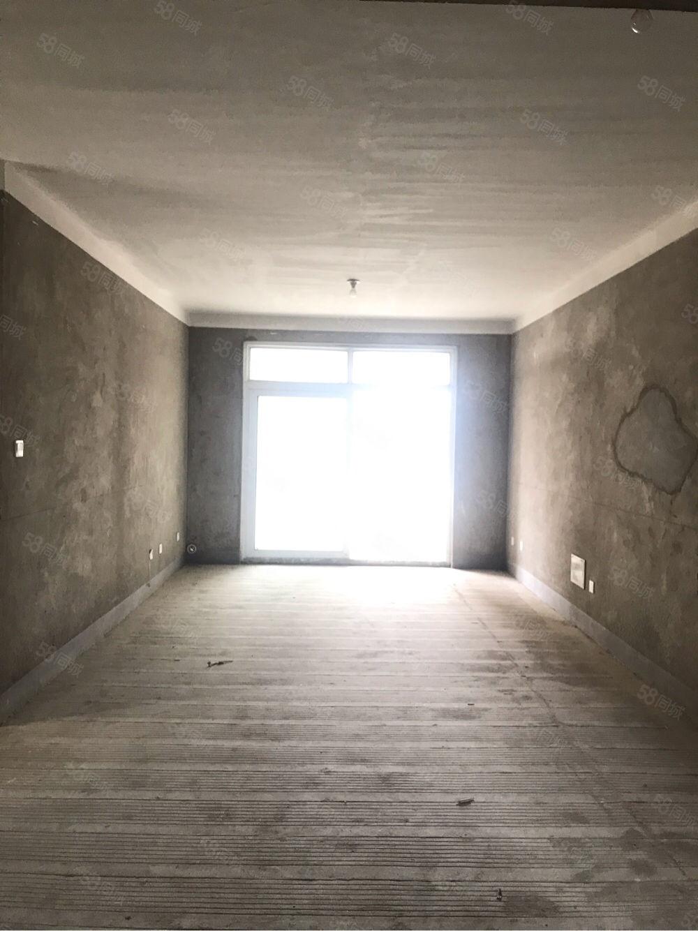 急卖七彩城中间楼层东边户,户型通透采光无遮挡,有钥匙随时看房