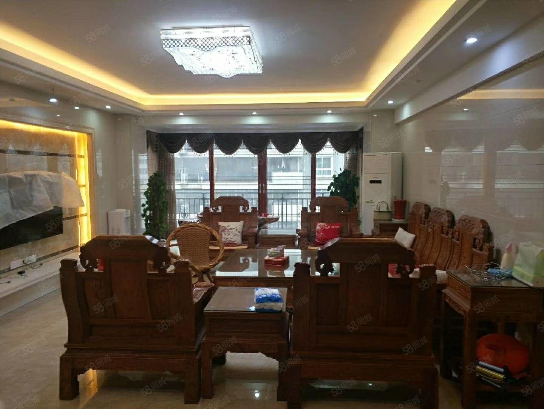 宏庄大厦电梯大4房出售。产权面积184.63平米!
