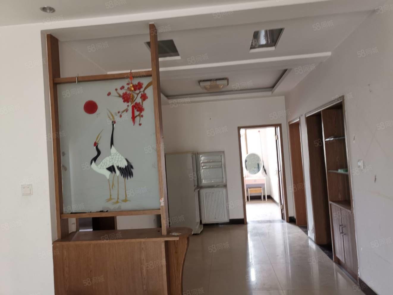 鉆石城二期簡單裝修二樓3室106平領包入住看房方便