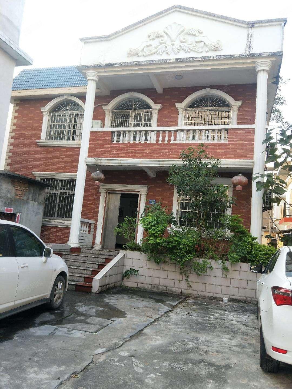南岗栋房出售,别墅风格栋,两证齐全,中等装修,四面采光。