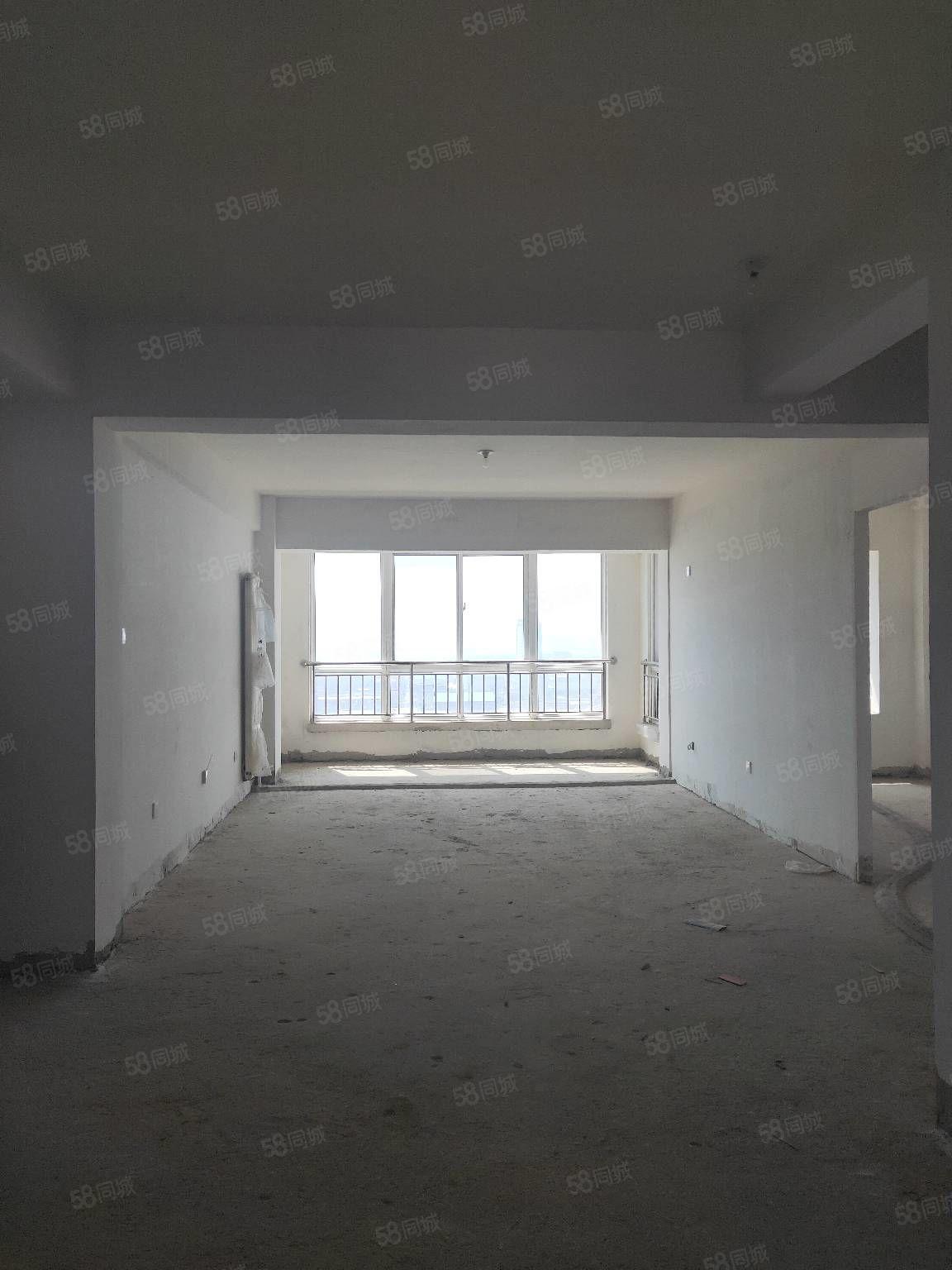 中天家园4楼137平米3室2厅2卫毛坯有证62万可贷款38万