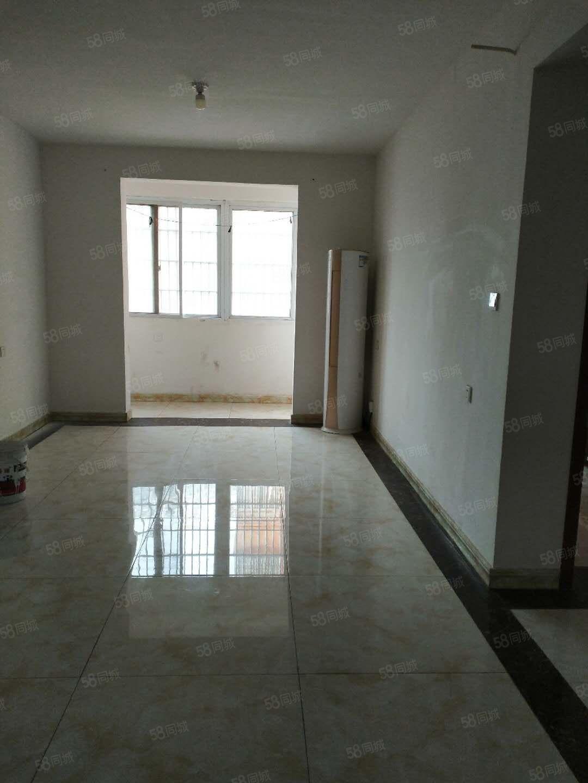 出租大润发旁繁华地段三房位置好可办公可居住带立式空调