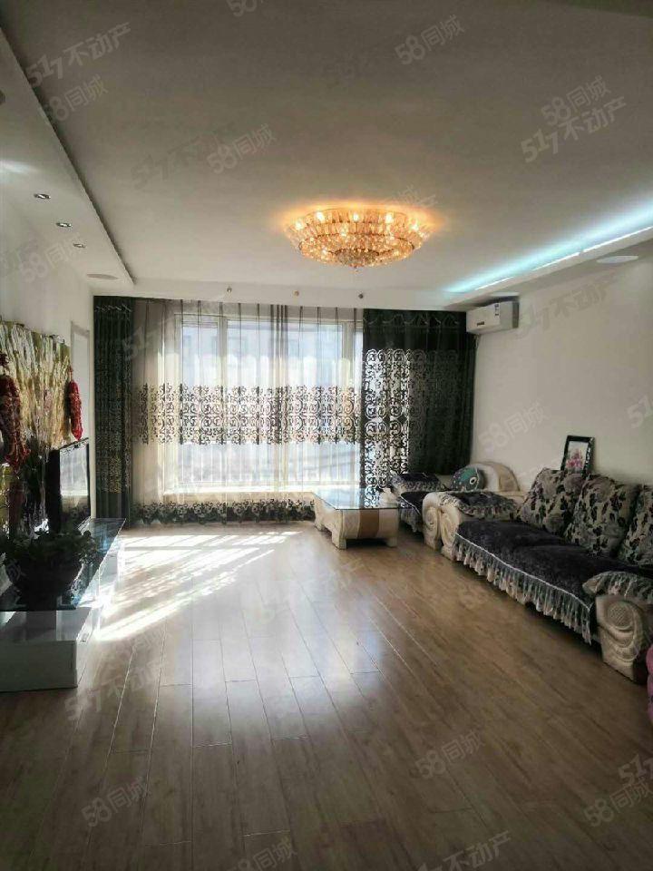 清香花园步梯中层两室一厅南北通透精装修另有车库一起售