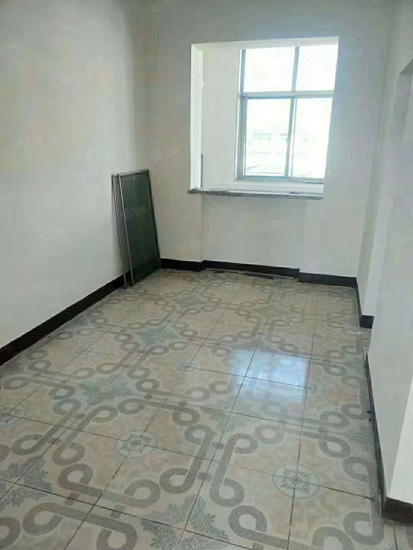 急售2居30万,房子干净利落,户型通透采光好,适合过度。