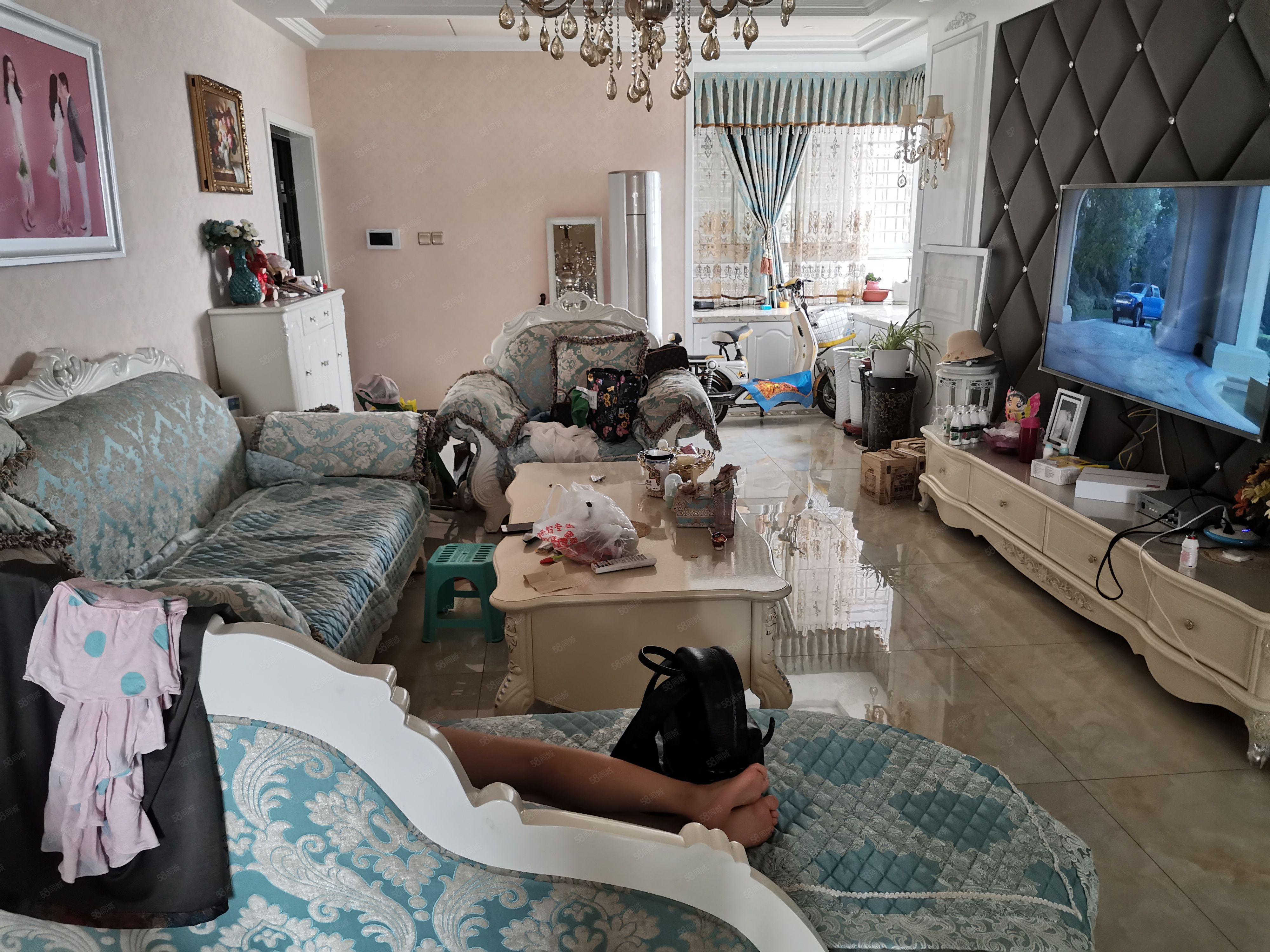 金泰王朝豪装三房,家具家电齐全,房子真心好,适合居住首选
