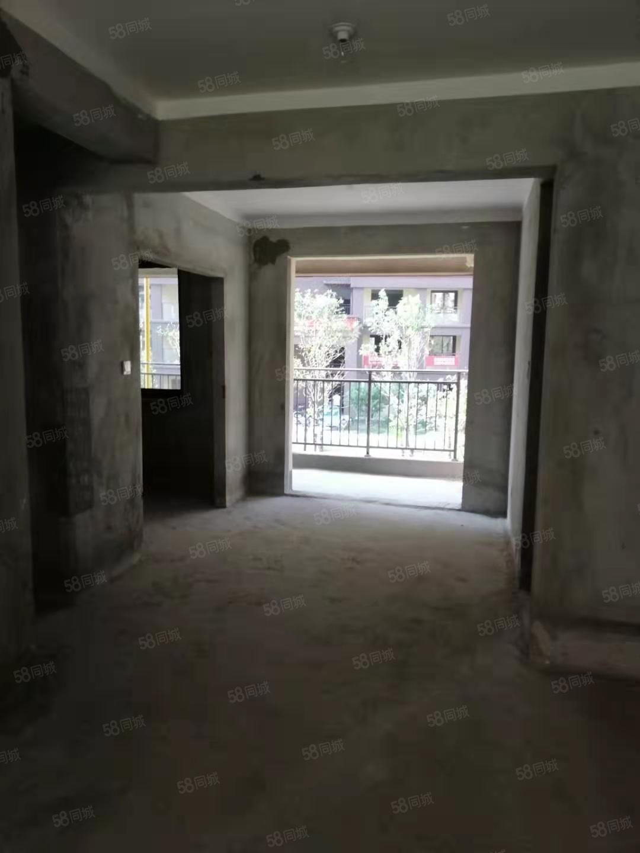 万达时代广场四室两厅两卫毛坯现房好地段有钥匙随时看房!