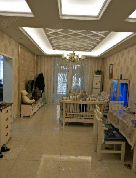 香樟公寓小区,有证电梯房,两室豪华装修,家具全送。