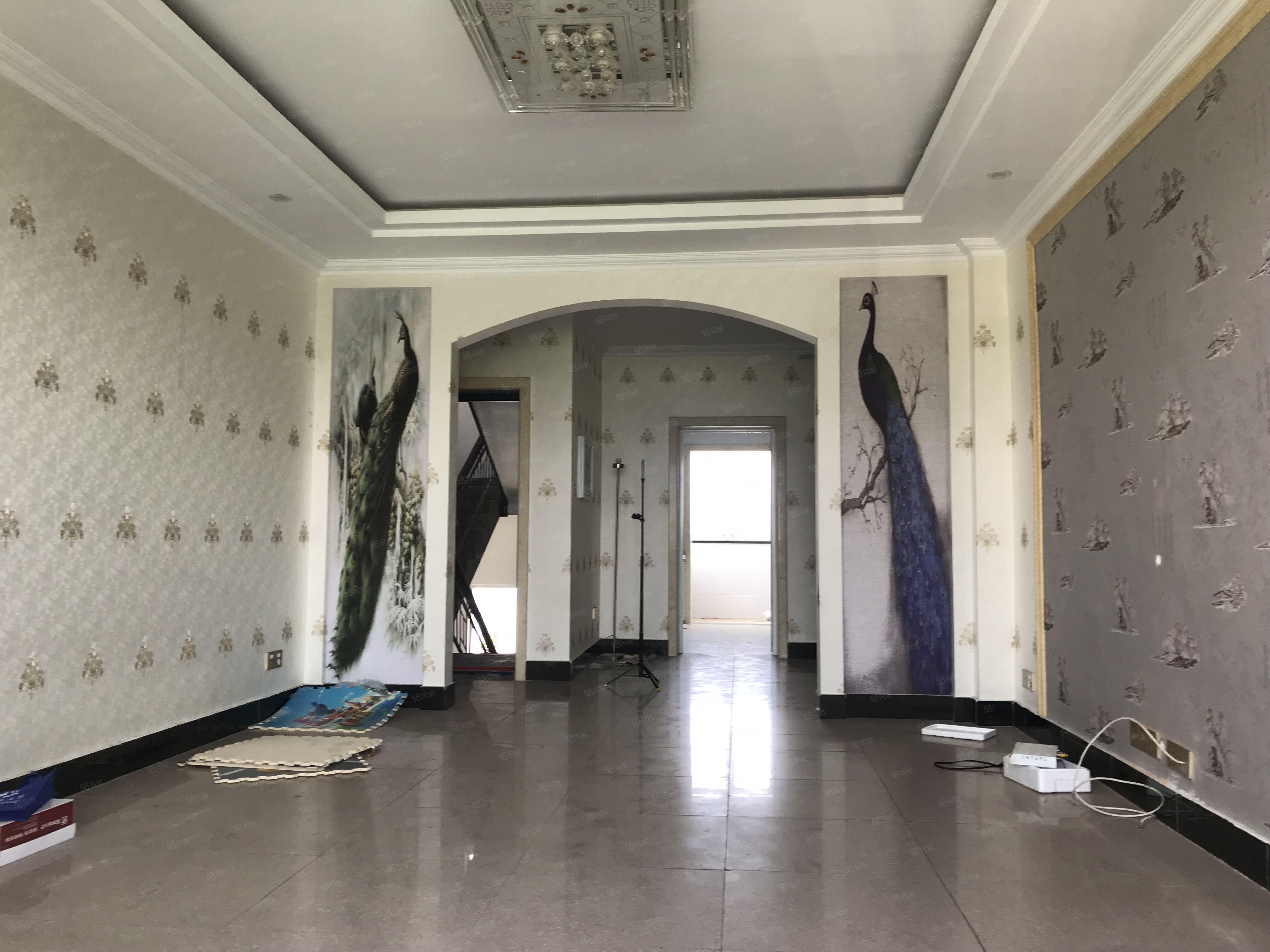 和煦苑4樓,一中宿舍邊上,已裝修,3室2廳1衛,院內停車方便