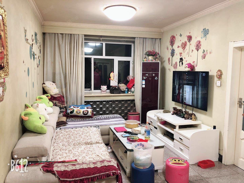 龙沙小区正五楼南北通透精装修90平方米低价急售