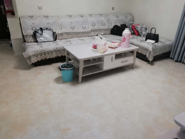 西咸大道人人乐宇宏附近(双峰锦湖)精装两室免装修直接入住房子