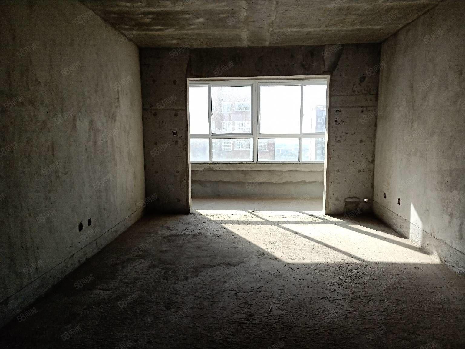 東區小學學區房,三室兩廳兩衛可按揭,高層帶電梯