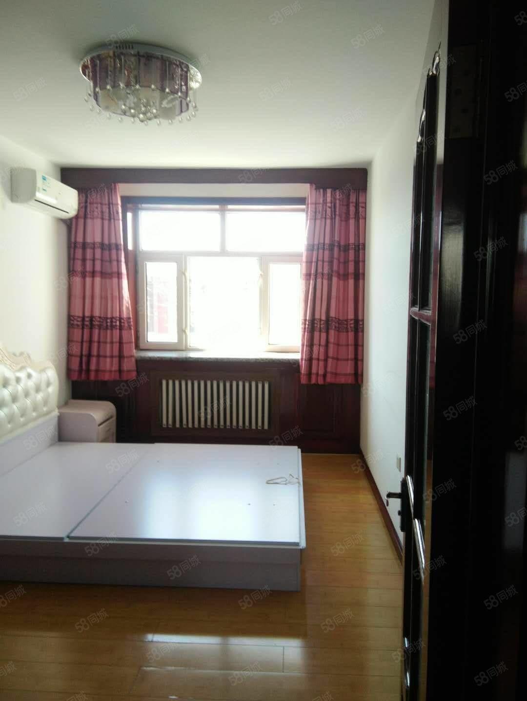 西园正4楼65平两室一厅简单装修每月租900元