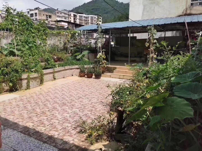 精装修,顶楼送花园(双倍面积使用,可种菜,可烧烤)