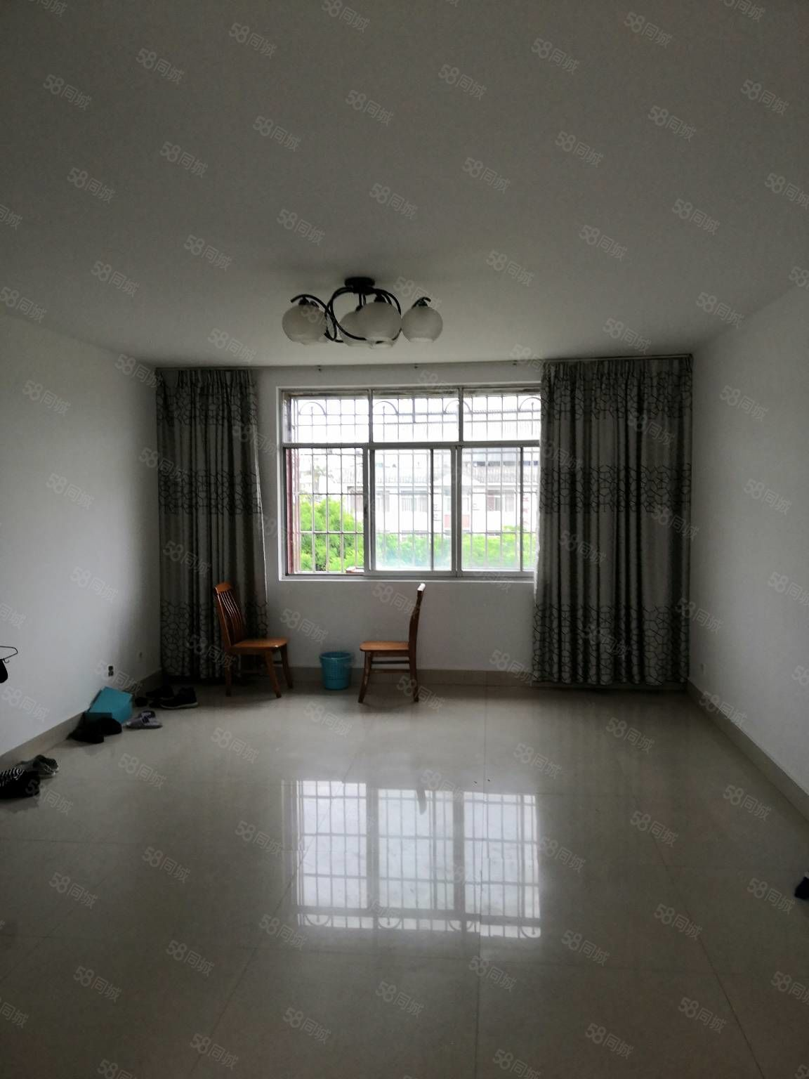 实验中学旁冷库小区5楼103平中等装修售75万