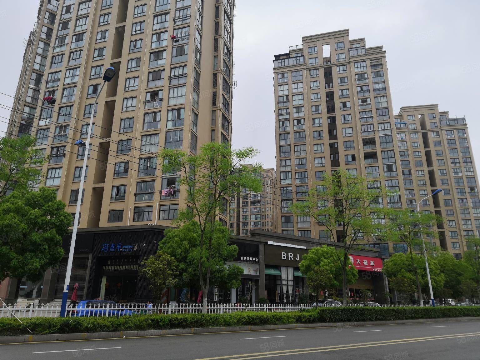 美高梅国际绿地名苑两间旺铺层高6米97平方年租金15万左右200万