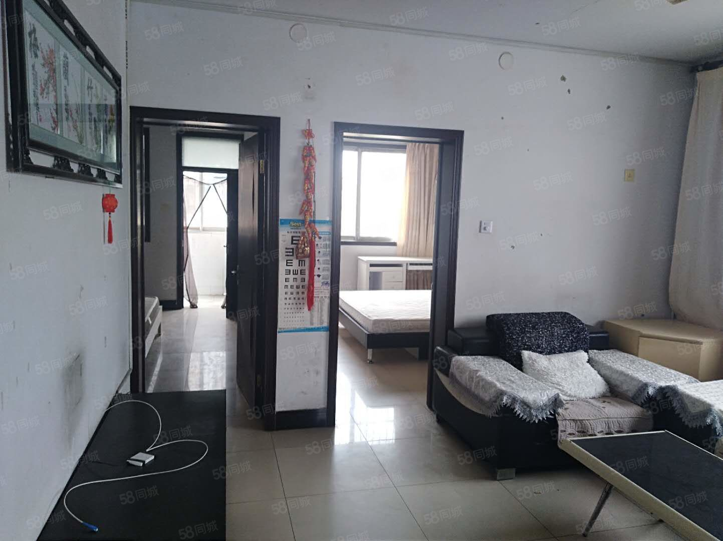 人民路万鑫苑西区三室两厅简单装修有证可过户支持按揭