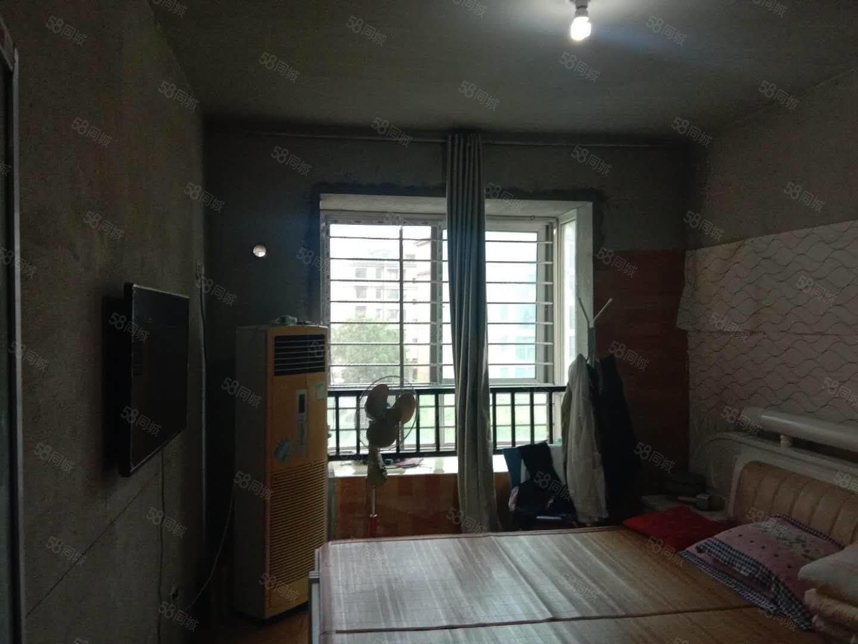 星和灣電梯低層邊戶,四室兩廳一衛毛坯房,另贈送8平米。