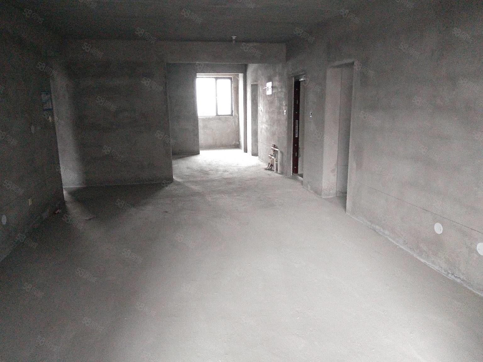 金桥地产真实在售房源公安小区三室二厅毛坯房带车库带地下室