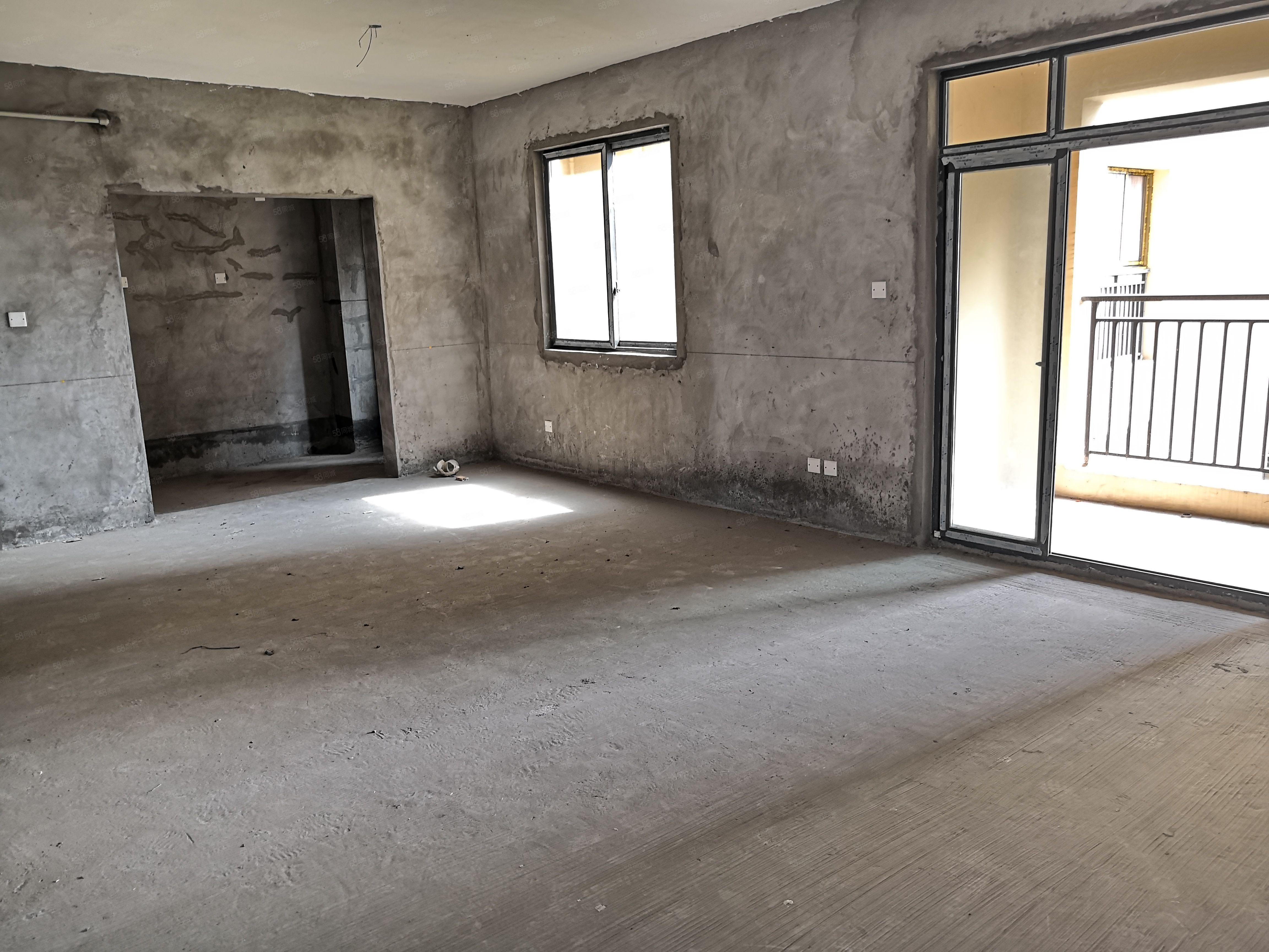 商圈4房单价5700平户型方正楼层好采光好地段好