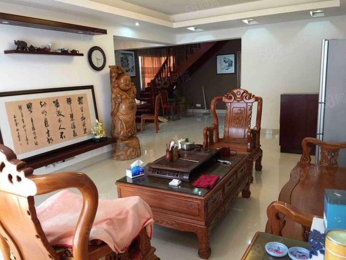 樓中樓出售,產權面積105平,實用面積180平。5房
