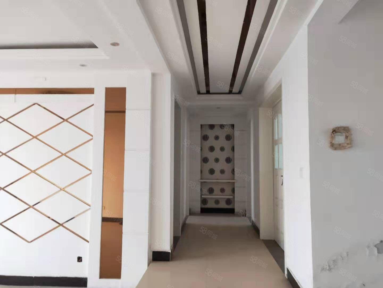 莱茵河畔,三室套房,精装修家具家电齐全。