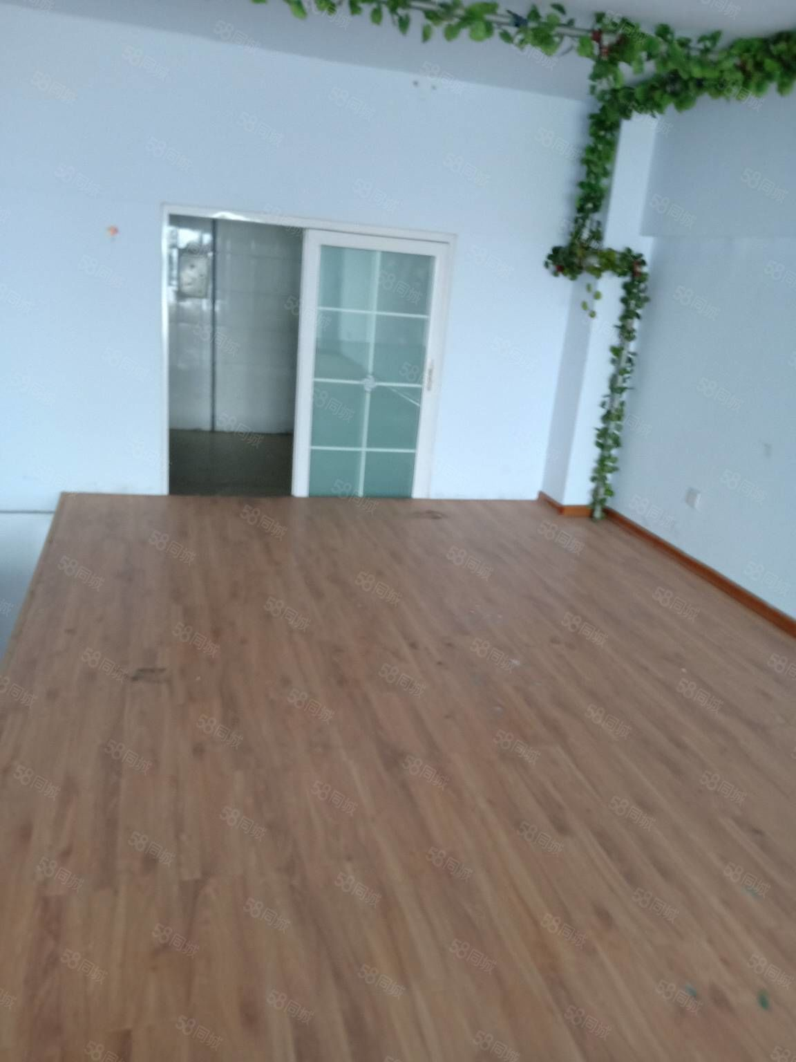 汇丰西城复式底上二层90加90平可做办公居住看房方便