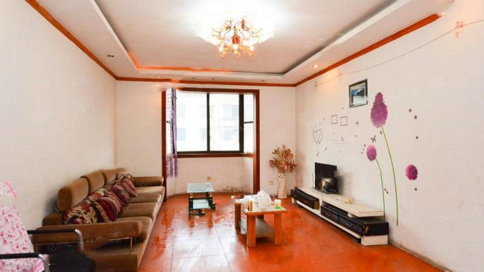 单价4900买郫都区装修大四房,带家具家电,可直接入住。