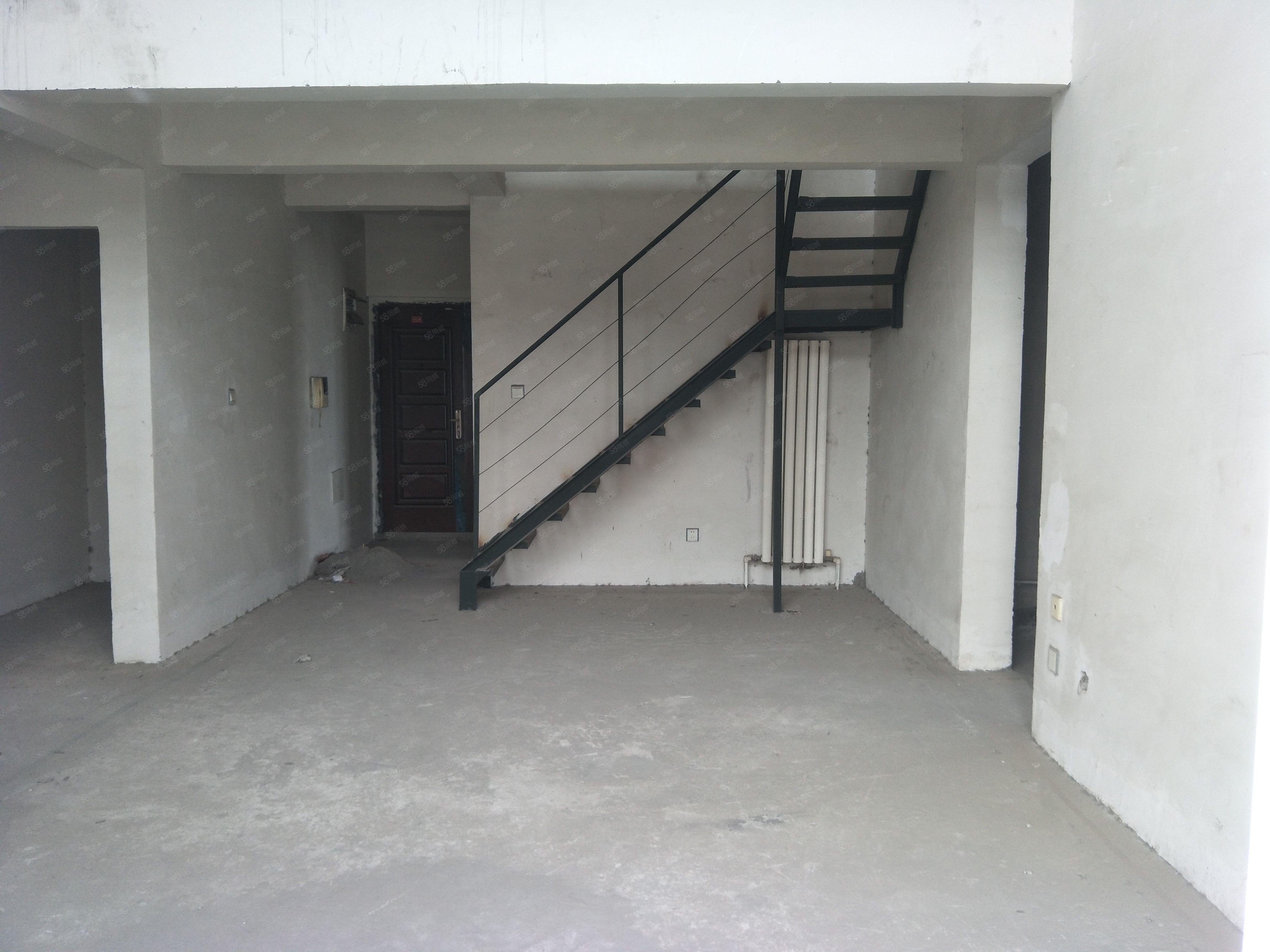 248平米产权三层大使用6房4卫可以按揭满5年唯一住宅高层