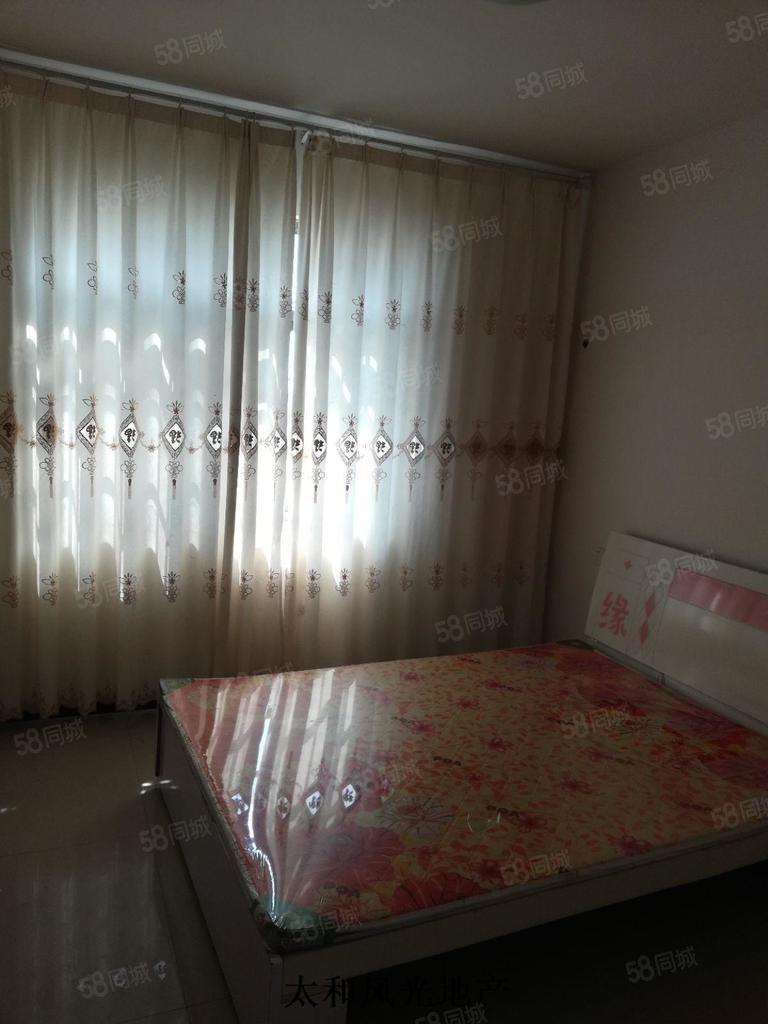 晶宫和堂三室两厅俩床带空调厨卫齐全有餐桌和衣柜