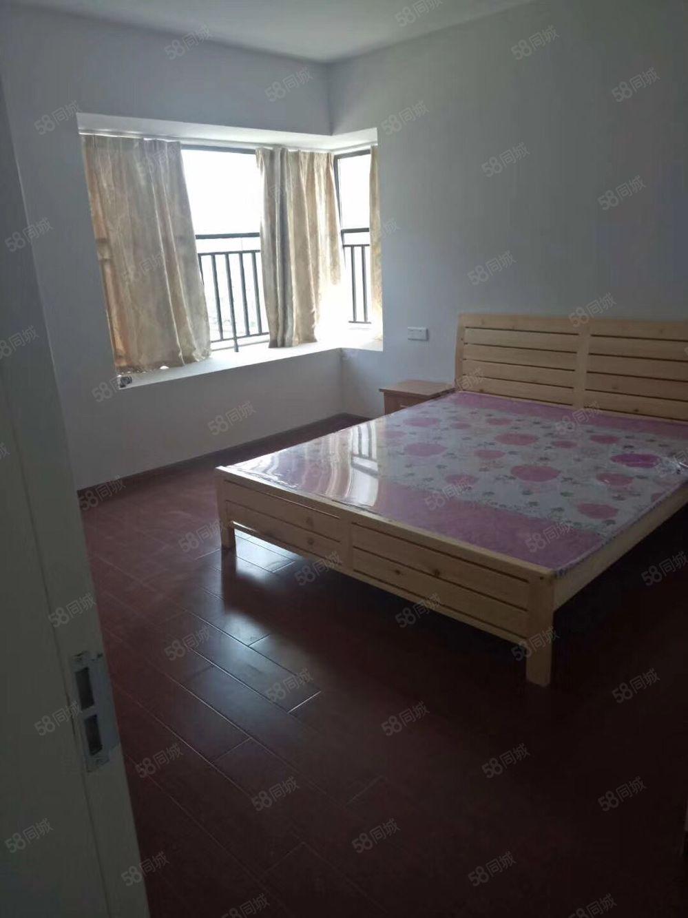 公望公寓新小區三室兩衛套房出租